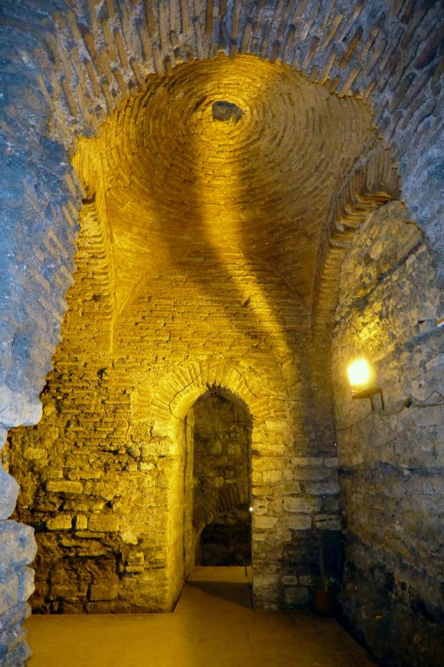 26.10.12 Istanbul-84 Palatium basement
